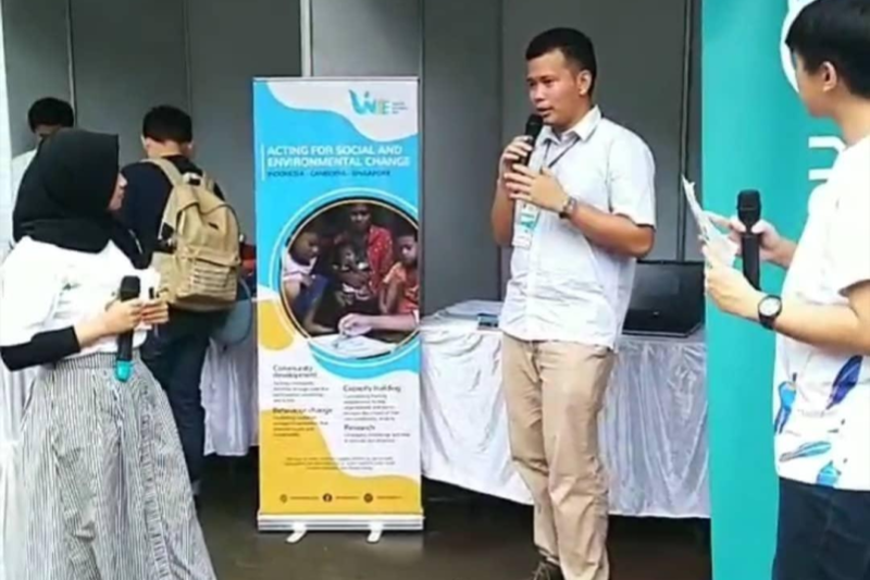 Ex-intern and current volunteer Gigih, who is now a Junior Water and Sanitation Expert at the Ministry of National Development Planning (BAPPENAS), sharing about WISE during the National Water and Sanitation Festival