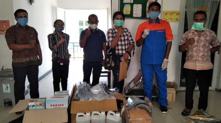 WASH in Southeast Asia (WISE) distributing assistance to seven health centers in Nagekeo, East Nusa Tenggara (Photo: Yohanes Mondo)